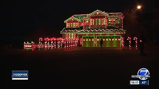 Highlands Ranch home puts on light show