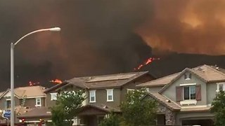 Holy Fire Edges Close to Homes in Lake Elsinore, California - Video
