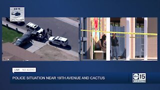 Police looking for man who carjacked 17-year-old at elementary school in Phoenix