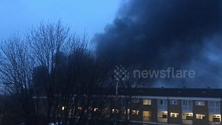 Huge fire breaks out near London's Olympic Park - Video