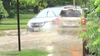 Flash Floods Hit Illinois's Libertyville After Storm - Video