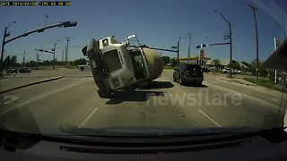 Dashcam captures incredible cement truck crash - Video