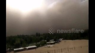 Giant wall of sand: Storm shrouds Chinese city in murky yellow dust - Video