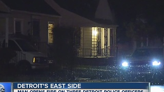 Detroit police officers shot at - Video
