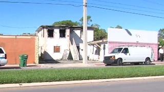 Crews respond to Riviera Beach apartment fire - Video