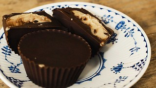 10-minute chocolate and peanut butter cups recipe - Video