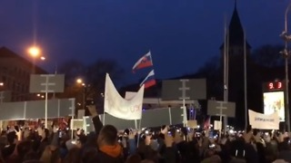 Tens of Thousands Gather in Bratislava to Protest Killing of Journalist - Video