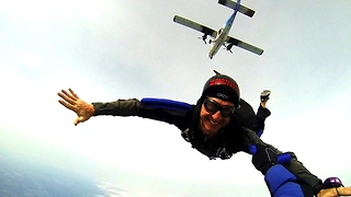 Thrilling dream comes true for new skydiver - Video