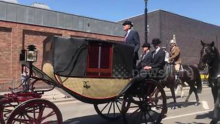 Royal carriage pulled through streets of Windsor during wedding rehearsal - Video