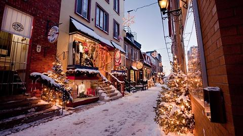 This Ridiculously Charming Neighborhood In Canada Comes With A Holiday Spirit