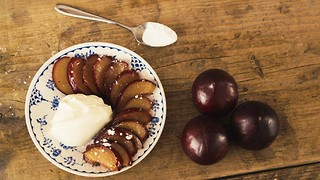 10-minute caramelised plums with mascarpone recipe - Video