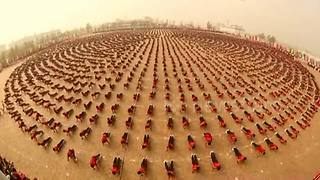 26,000 Chinese martial art students perform in unison - Video