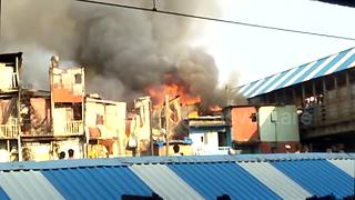 Black smoke and flames rise from Mumbai slum blaze - Video