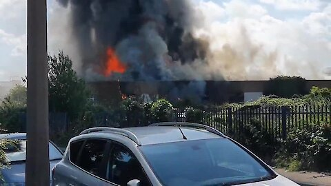 Building catches on fire, creates massive flames