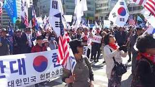 Conservatives March Through Seoul in Opposition to Inter-Korea Summit - Video
