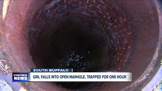 Student falls into open manhole - Video