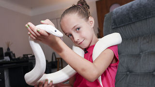 Nine-Year-Old Girl Is An Avid Snake Handler - Video