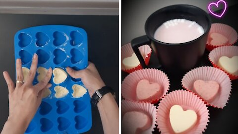 How to make strawberry hot chocolate bombs
