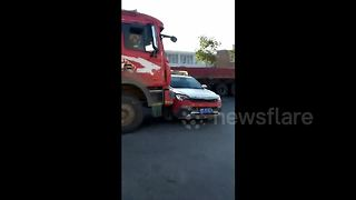 Lorry Driver Deliberately Rams Police Car To Avoid Being Stopped - Video