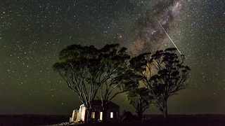 Milky Way Sweeps Across Australian Sky in Dramatic Timelapse - Video