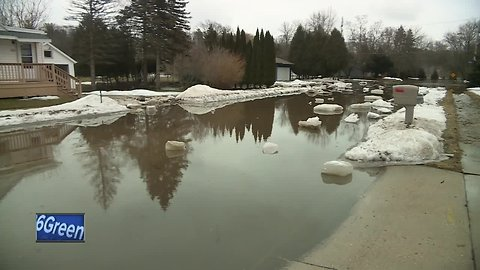 Ice jam causes flooding and evacuations in Manitowoc
