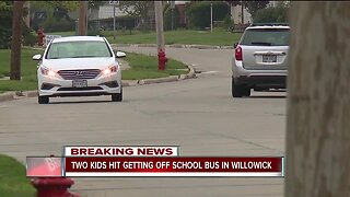 Willowick police looking for driver who struck 2 children getting off the bus