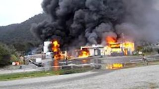 Fire Destroys Fish Factory and Helicopter Hangar in New Zealand's West Coast - Video