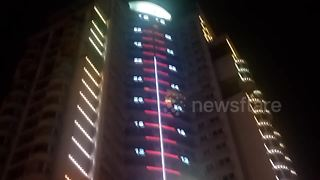 Giant thermometer on residential building in southern China - Video