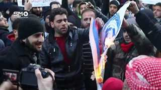 Protesters in Damascus Countryside Burn Russian Flag, Show Solidarity With Aleppo - Video