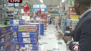 7am Black Friday live look: Toys R Us in Fort Myers - Video