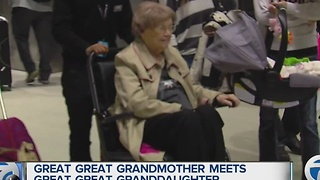 Busy Thanksgiving travel day ends with many happy reunions at Detroit Metropolitan Airport - Video