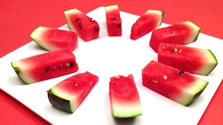 How to cut and serve a watermelon in one minute - Video