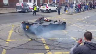 Racing Driver Oliver Webb Pulls Donuts as Gumball Rally Kicks Off in Dublin - Video