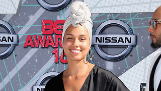 Alicia Keys Says BYE BYE To Makeup! - Video