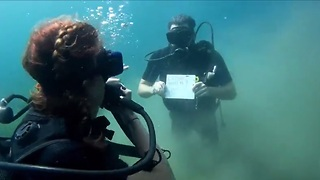 Surprise underwater marriage proposal - Video