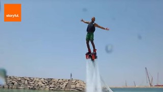 Flyboarder Shows Off Water Skills in Dubai - Video