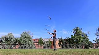 Juggling three knives and three balls at the same time - Video