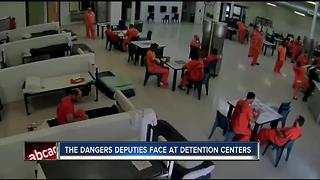 VIDEO: Inmate tries to strangle detention deputy - Video