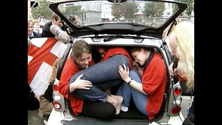 14 People In A Smart Car - Video