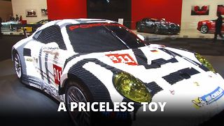 Porsche 911 completed with 380,000 Lego bricks - Video