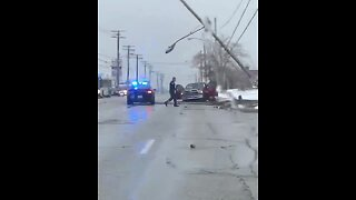 Police pursuit ends in crash, closing Pearl Road in Parma (Video: John Lutz)