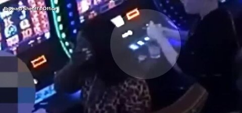 Women rob man at Florida casino
