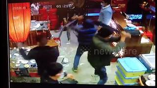 Masked thugs smash up restaurant with machetes over poor service - Video