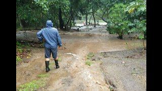 Roads Temporarily Closed as Flash Flooding Hits Hawaii - Video