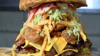 FOOD CHALLENGE! Arizona Cardinals want you to eat this monster burger - ABC15 Digital - Video