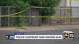 Suspect dies after being shot by Phoenix police - Video