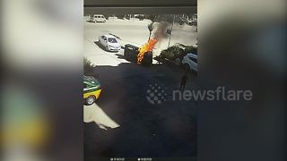 Hero passerby kicks in windscreen so trapped driver can escape burning vehicle - Video