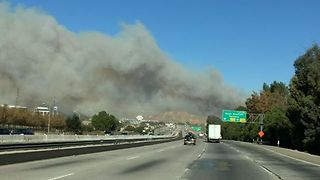Rye Fire Temporarily Shuts Down 5 Freeway in Santa Clarita - Video
