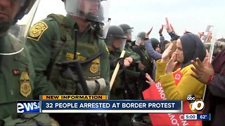 32 people arrested at border protest - Video