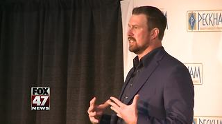 Former NFL athlete shares recovery story in Lansing - Video